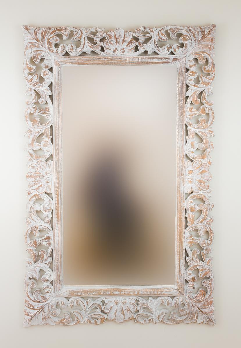 Espejo decorativo de pared en madera beladona blanco for Espejo blanco envejecido