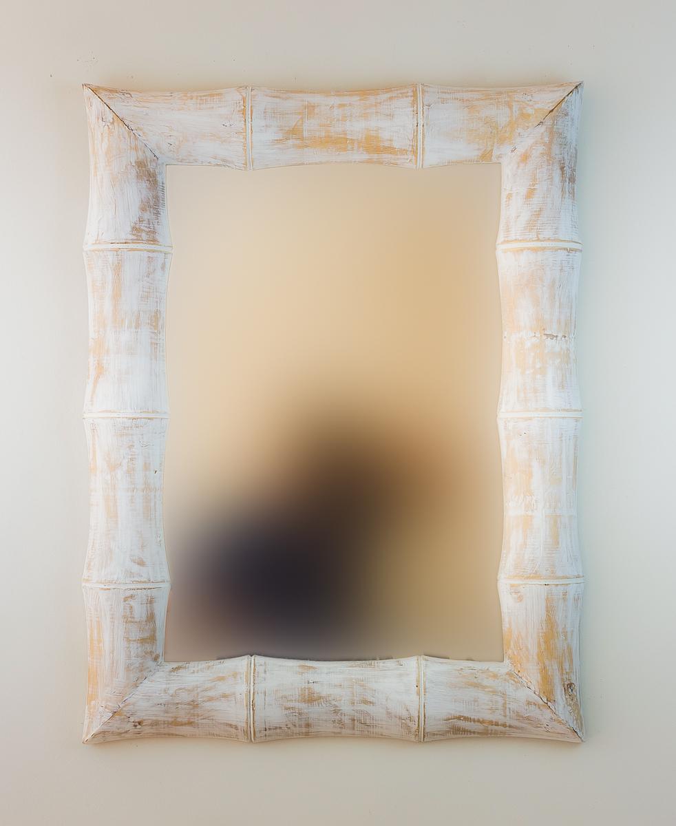 Espejo de pared en madera bamboo blanco envejecido mirococ for Espejo decorativo pared