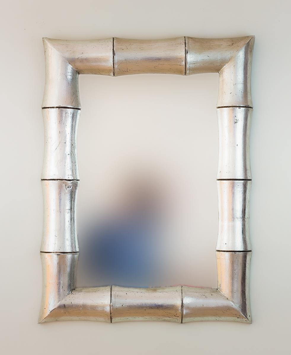 Espejo de pared en madera bamboo plata envejecida mirococ for Espejo madera envejecida