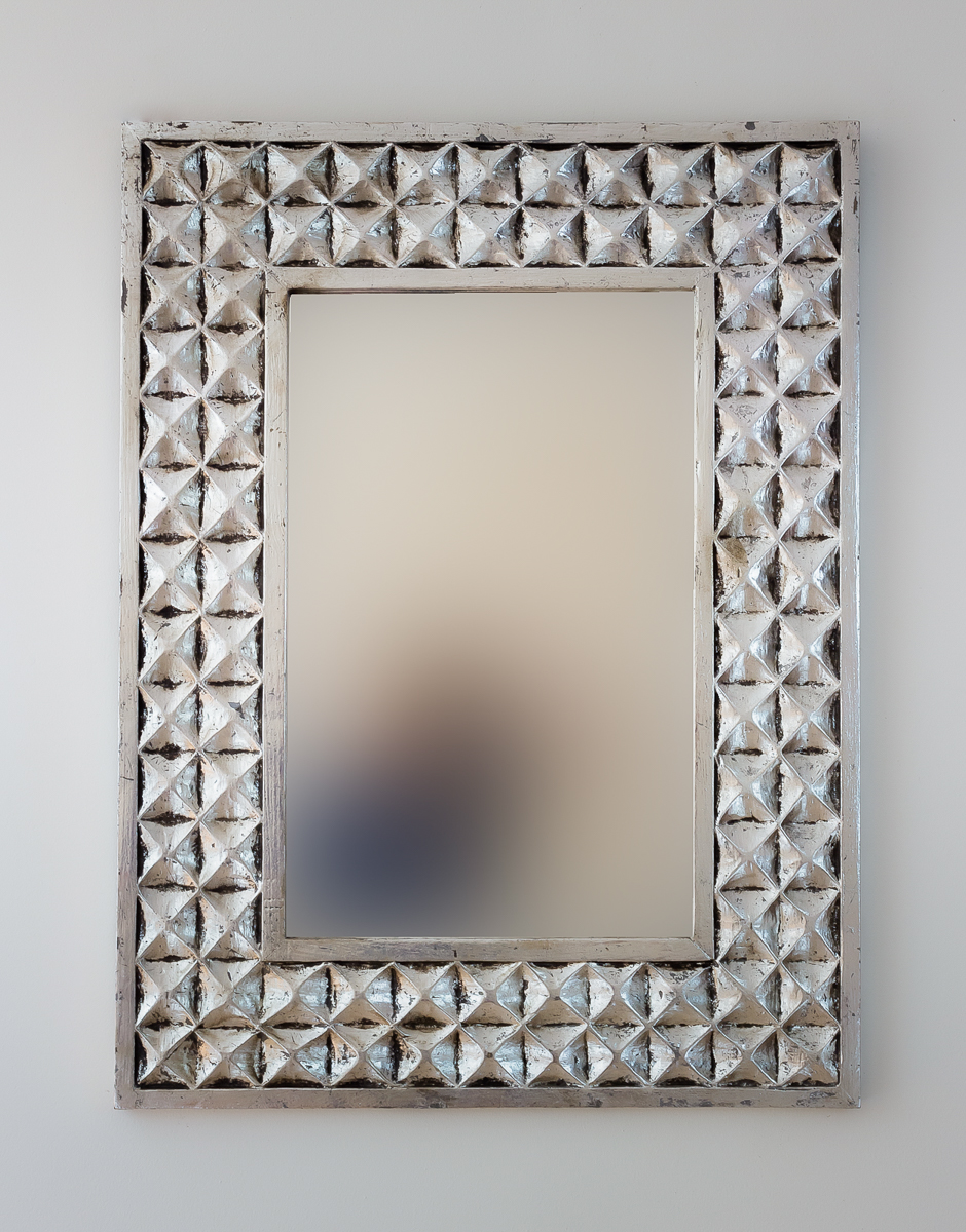 Espejo decorativo de pared en madera batik ceblong plata for Espejo madera envejecida