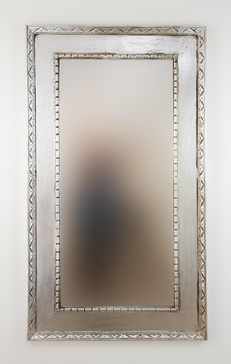 Espejo decorativo de pared en madera kuping celeng plata for Espejo pared plata