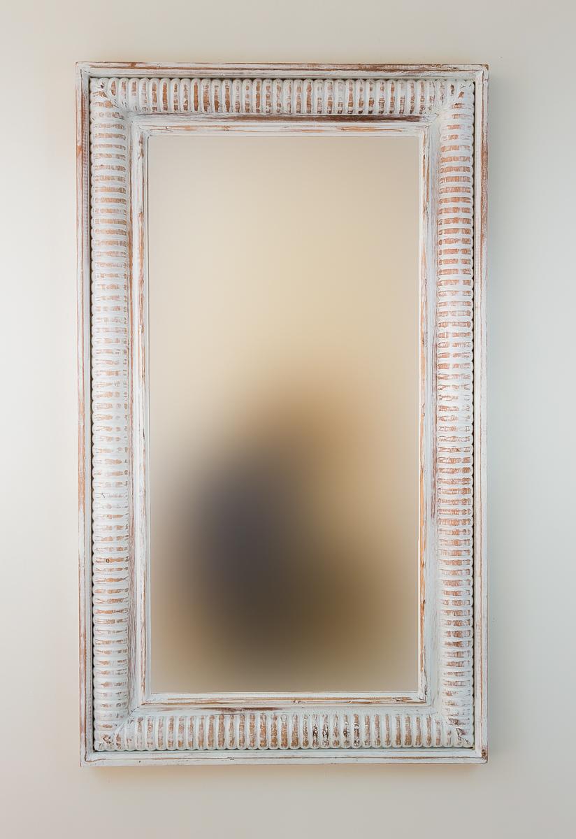 Espejo decorativo de pared en madera bambu aget blanco for Espejo blanco envejecido