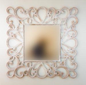 espejo de pared artesano almora de xcm en blanco envejecido