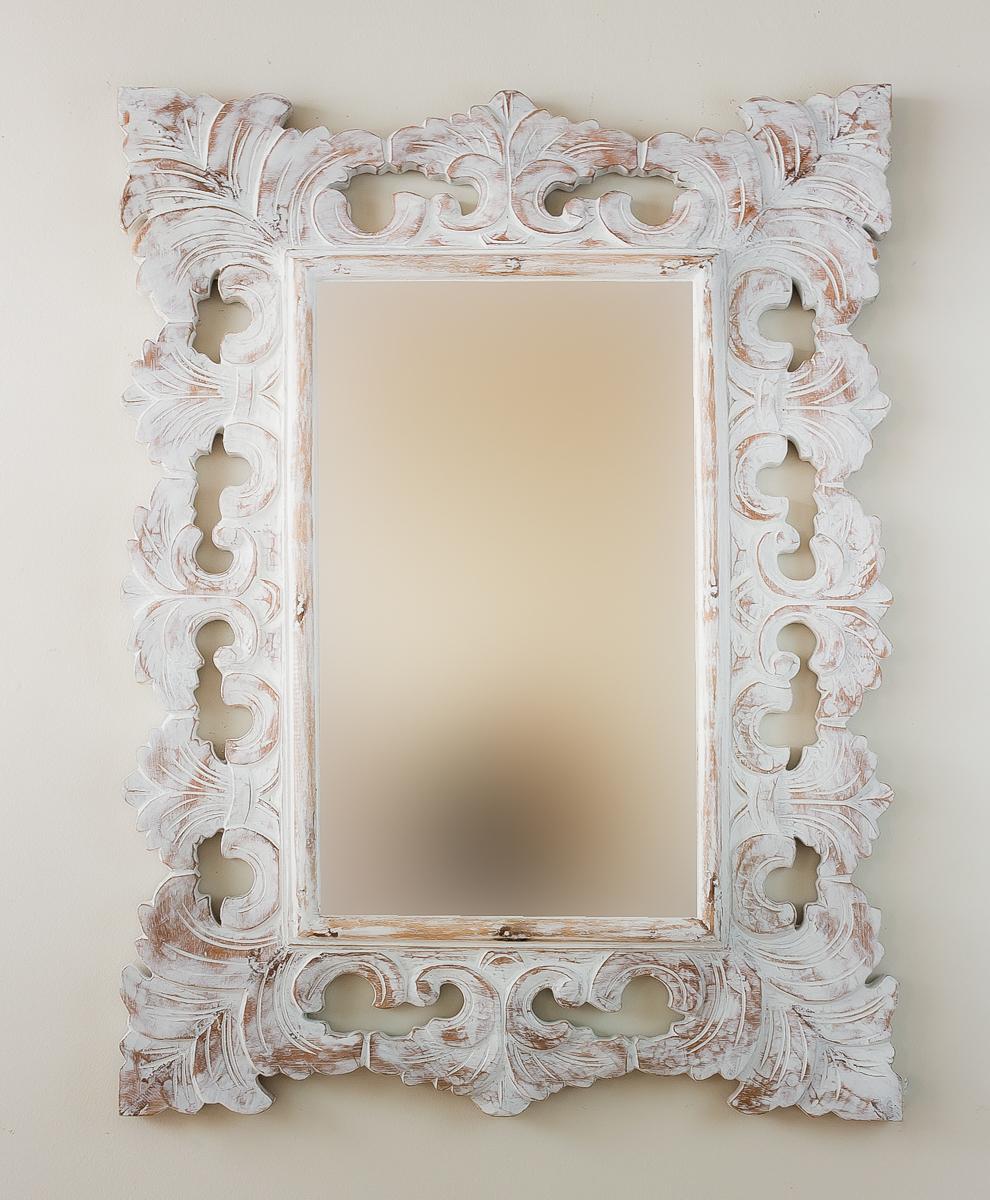 Espejo de pared en madera colonial classic blanco envejecido for Espejo blanco envejecido