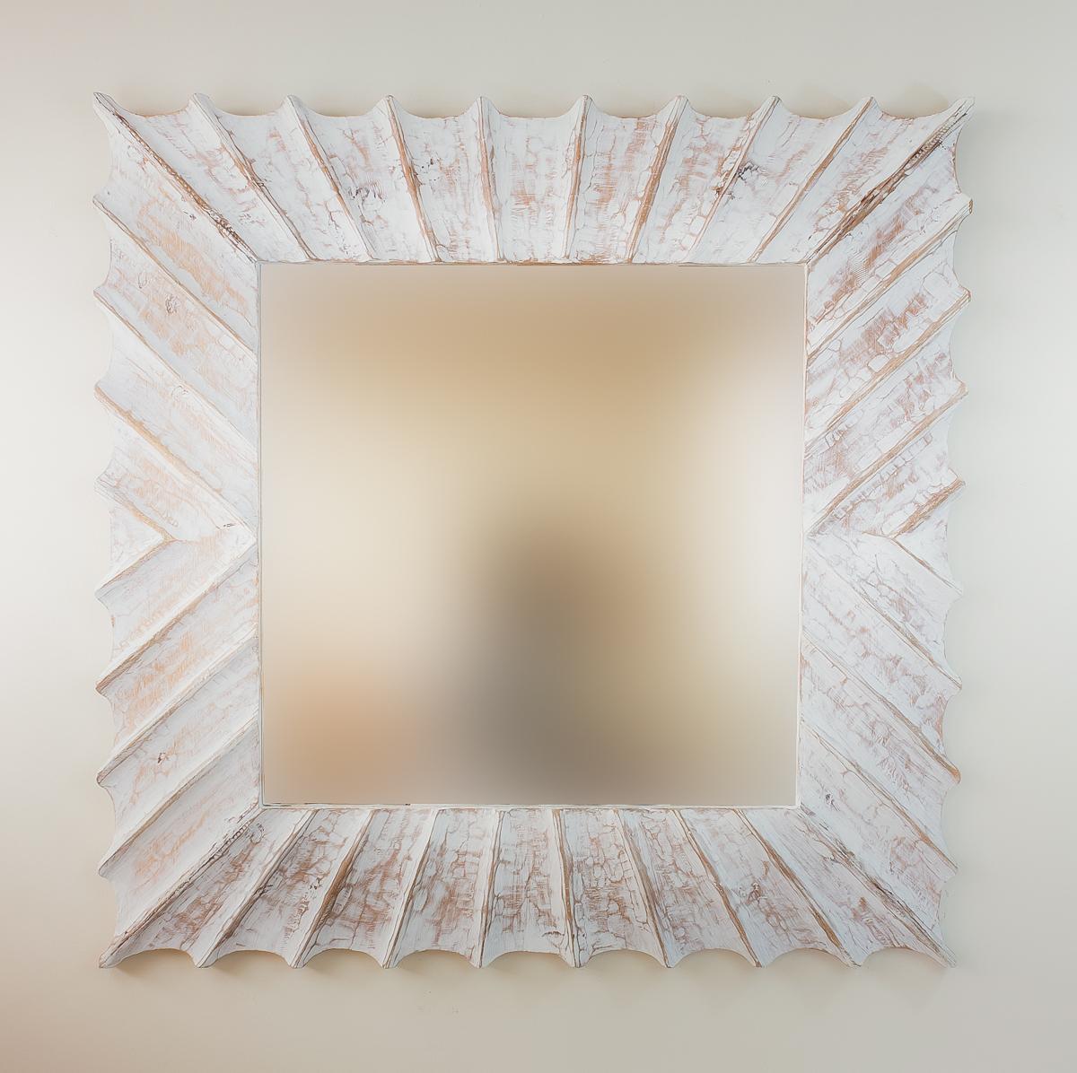 Espejo de pared en madera sol surya burik blanco envejecido for Espejo blanco envejecido
