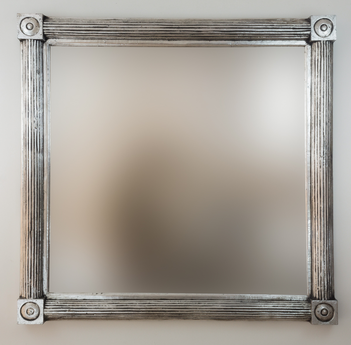 Espejo decorativo de pared en madera bulig sisir plata for Espejo madera envejecida