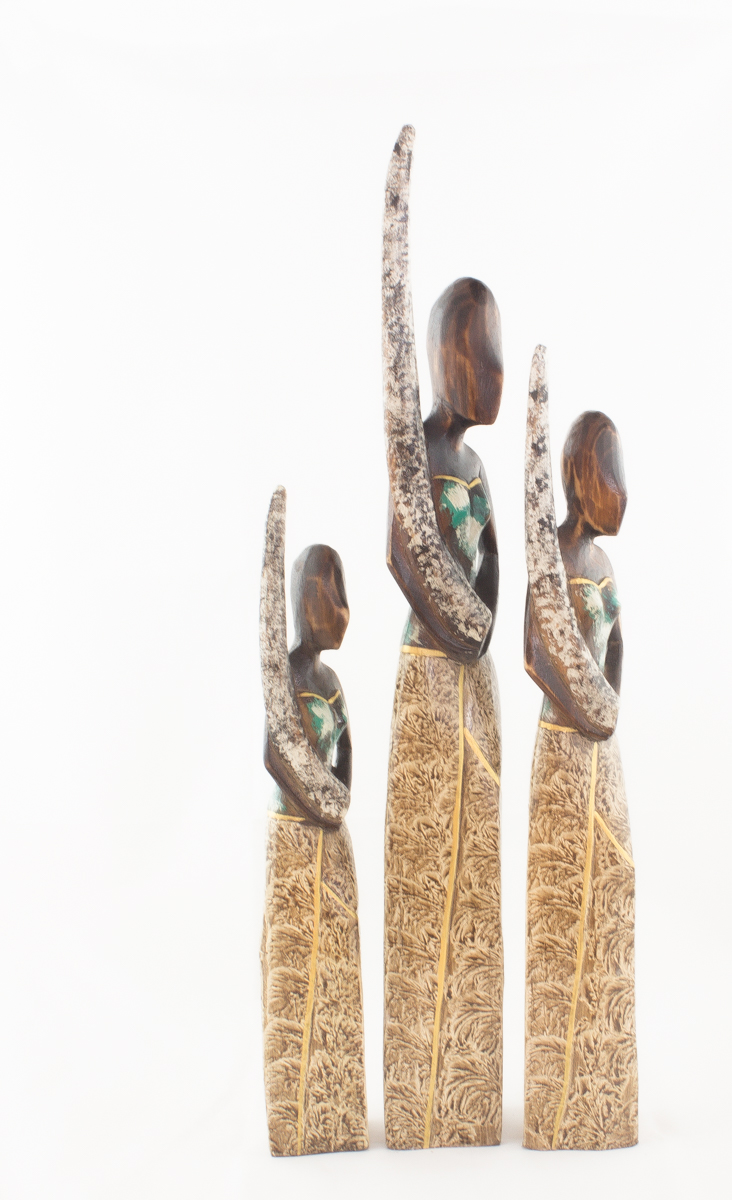 Figura decorativa Balinesa con colmillo según imagen