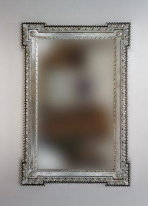 Espejo de madera en plata envejecida