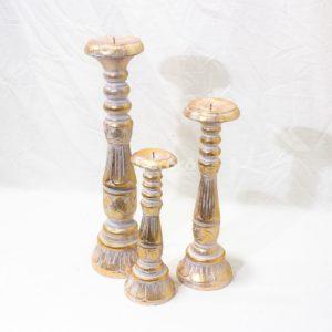 Candelabro Saphire realizado en madera con acabado en pan de oro decapado