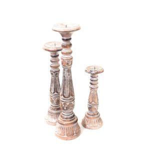 Candelabro Saphire tallado en madera y acabado blanco decapado
