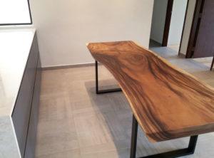 Mesa maciza de madera de suar pata hierro