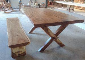 Mesa de 150cm de madera de suar