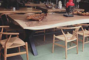 Mesa de 3 metros de madera de suar