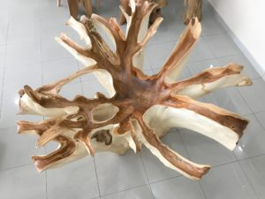 Mesa comedor rústica de raíz de teca