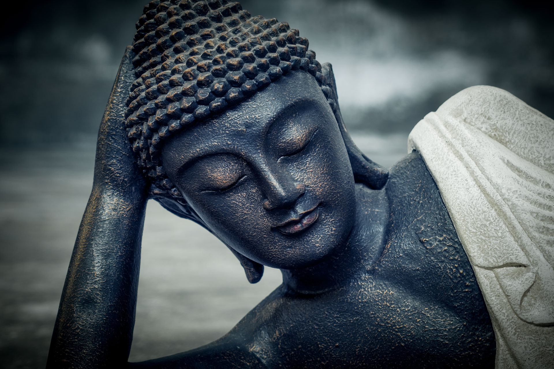 buddha-resting-details-head