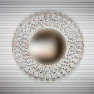 Espejo redondo de pared decorativo en blanco decapado de 60cm.
