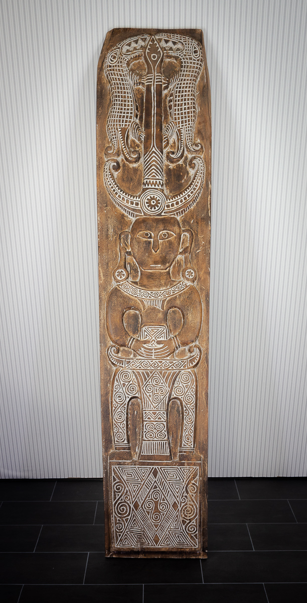 Talla tótem de madera tallada a mano