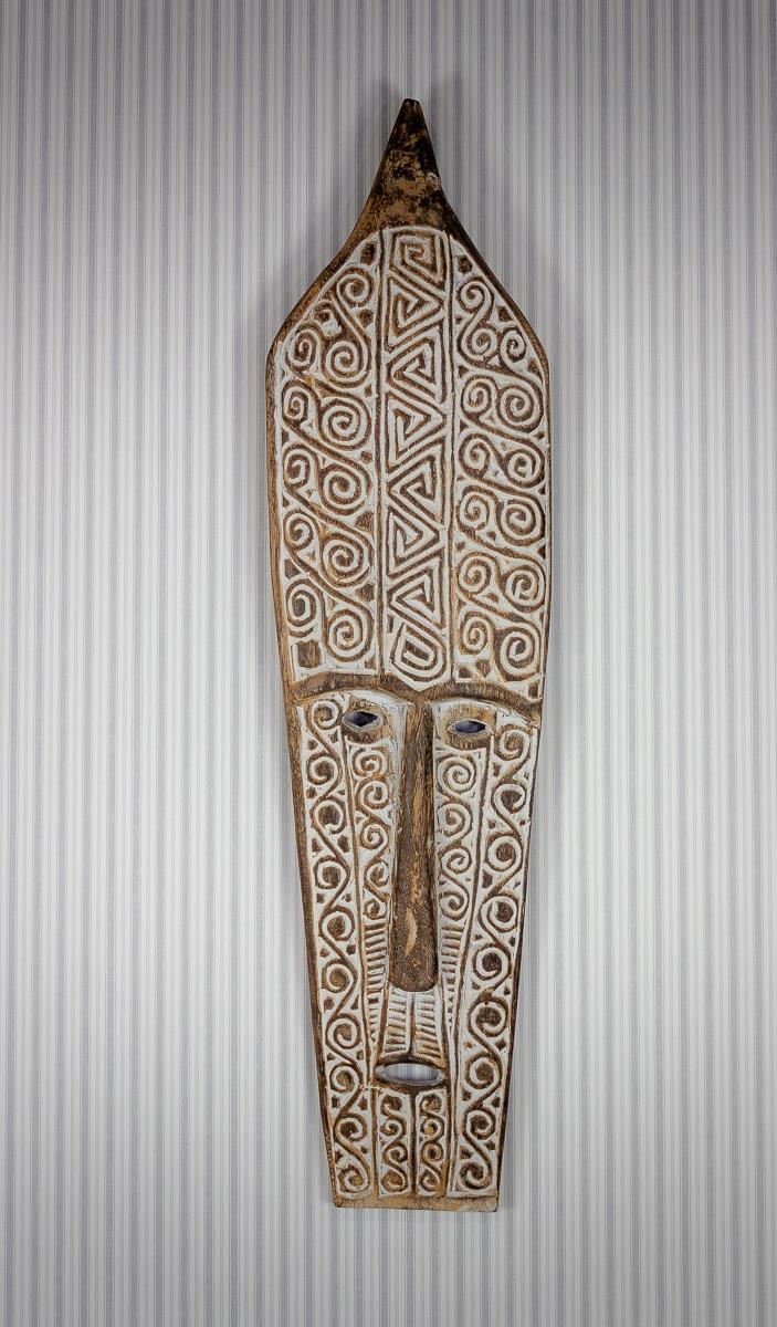 Máscara decorativa de pared tallada en madera