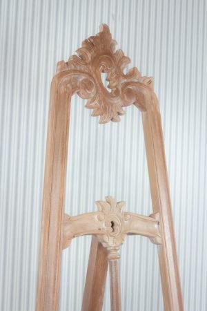 Atril tallado de madera
