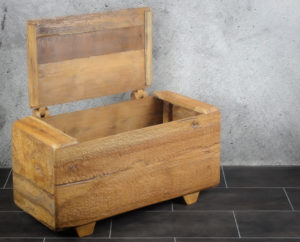 Baúl de madera de teca antigua