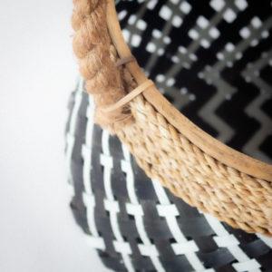 Cesto artesano blanco y negro