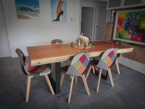 Mesa de madera de suar maciza con pata metal