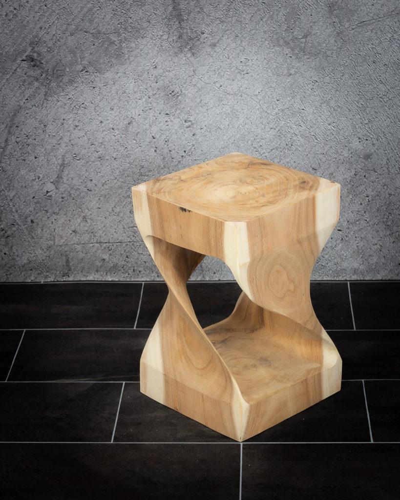 Taburete de madera, mesa auxiliar de suar
