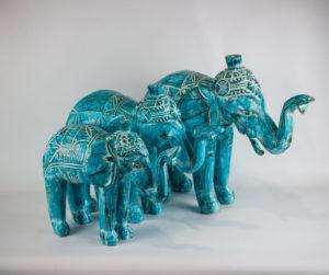 Elefantes de madera color turquesa