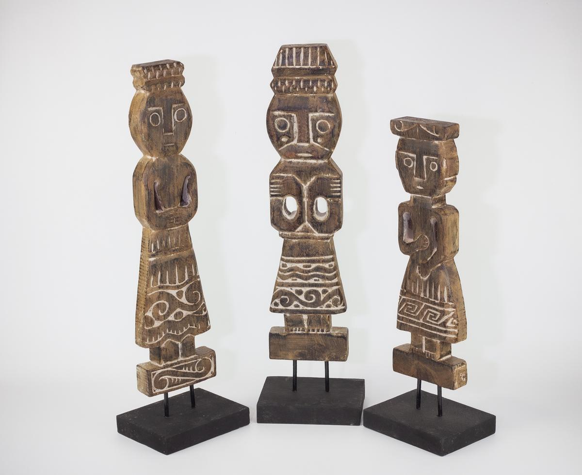 Figuras étnicas talladas en madera con soporte (set de 3). MiRococo