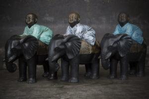 Shaolin sobre elefante realizado en fibra y cemento
