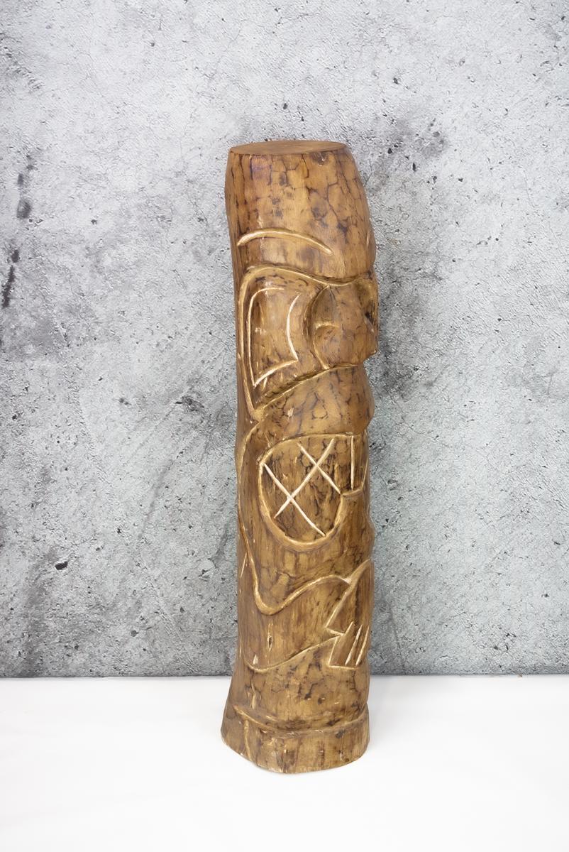 Tótem de madera Tiki. Madera tallada de 100cm