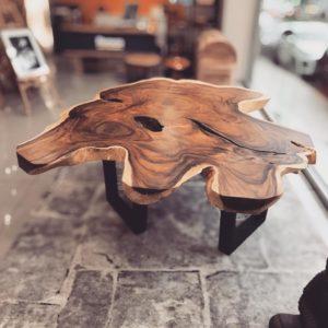 Mesa redonda de tronco de suar de una pieza