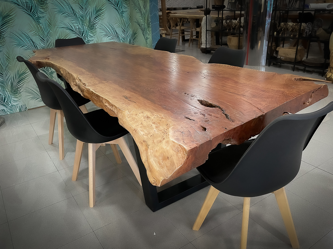 Mesa rústica de madera de Lychee