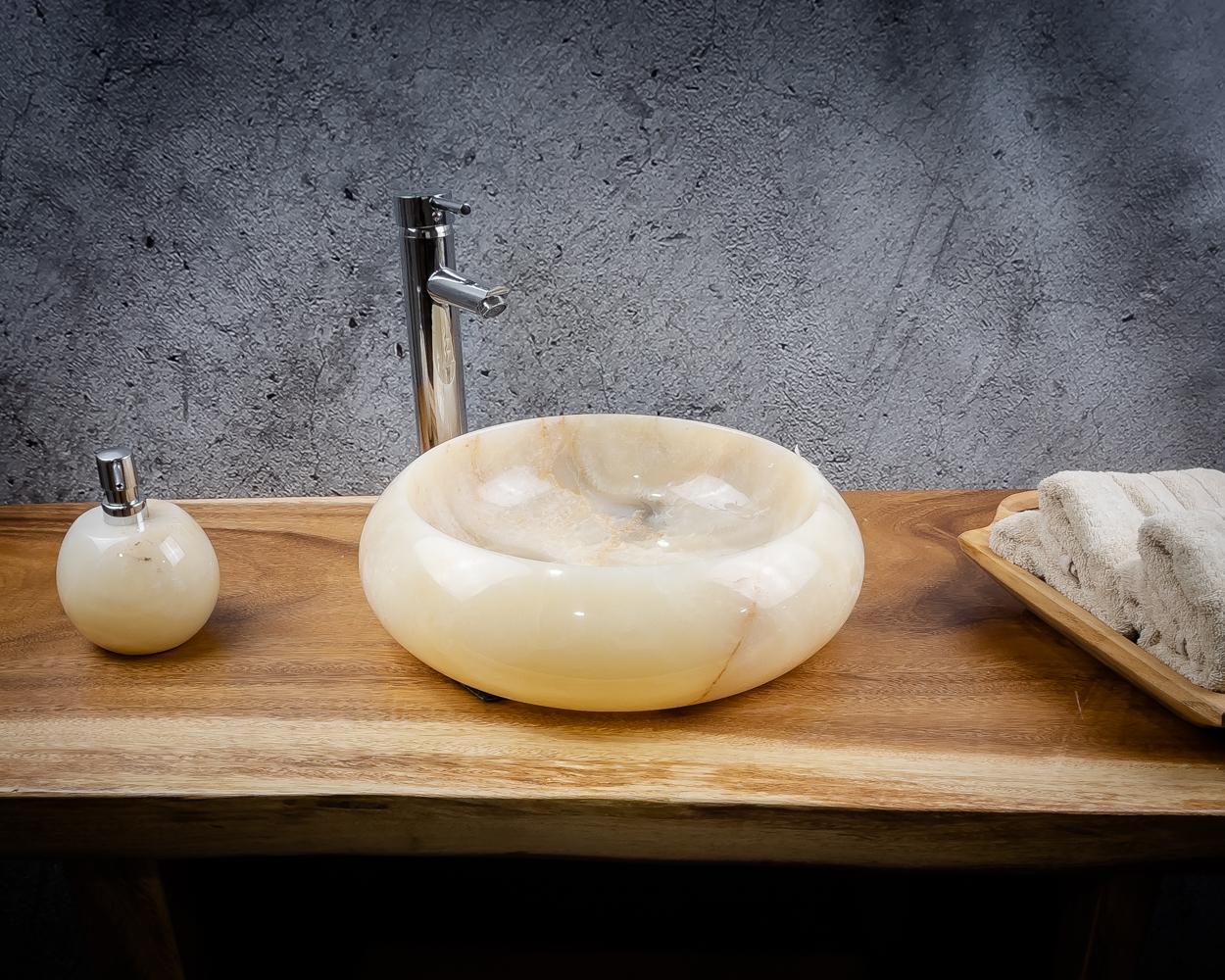 Lavabo de piedra clara de ónix
