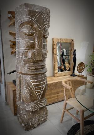 Estatua gigante Tiki de madera antigua de 200x40x30