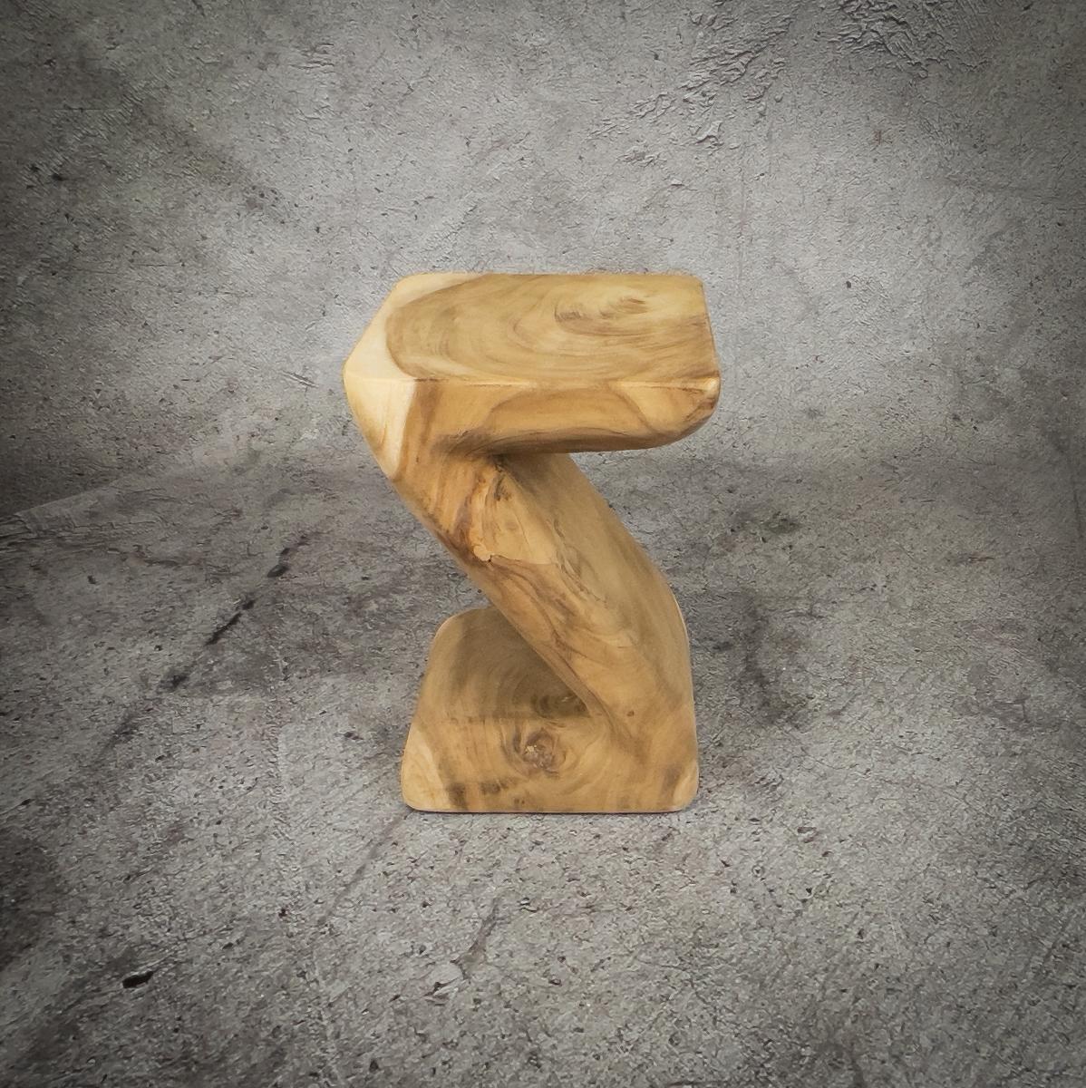 Taburete mueble auxiliar Z stool de madera maciza de Suar de 30x45cm