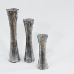 Candelabro Kalú de madera, acabado plata envejecida