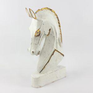 Cabeza de caballo tallada  en madera acabado en blanco y pan de oro | mirocco.com