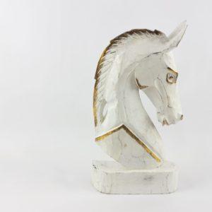 Cabeza de caballo tallada en madera acabado en blanco y pan de oro
